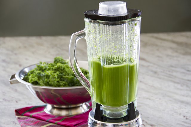 How to Make Juices From Leafy Vegetables With Regular Blenders