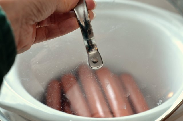 How to Make Hot Dogs in a Crock-Pot