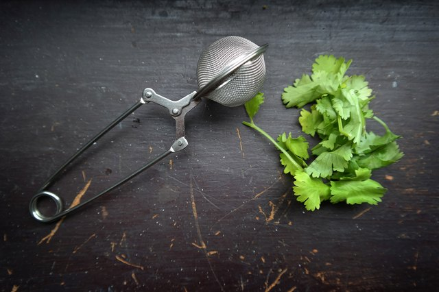 How to Make Cilantro Tea