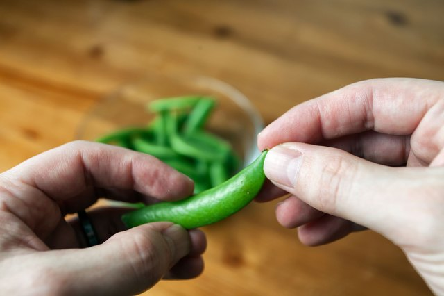 How to Cook Snow Peas by Boiling Them