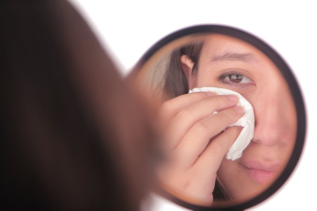 How to Reduce Puffy Eyes From Crying