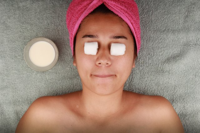 How to Reduce Eyelid Puffiness
