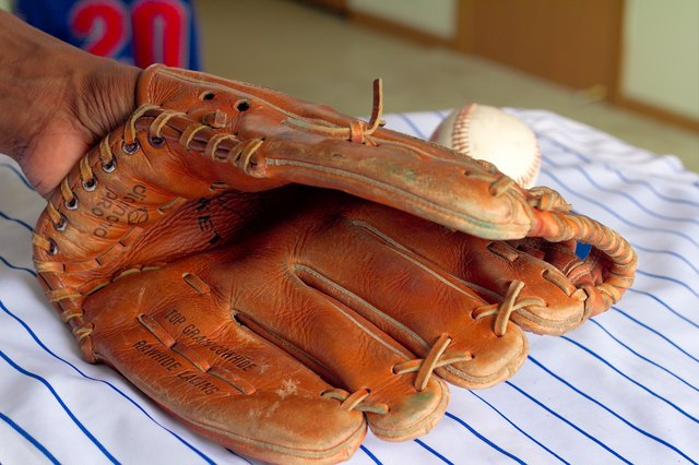 How to Adjust the Laces on a Baseball Glove