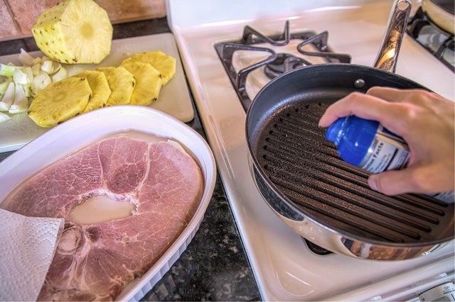 How to Cook a Ham Steak on the Stove