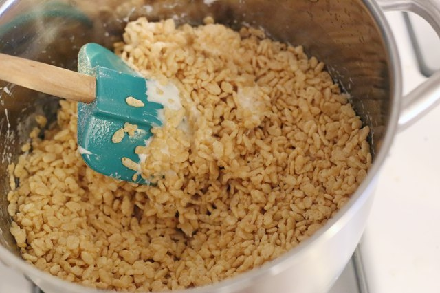 How to make rice krispies treats with marshmallow fluff for How do you make rice crispy treats