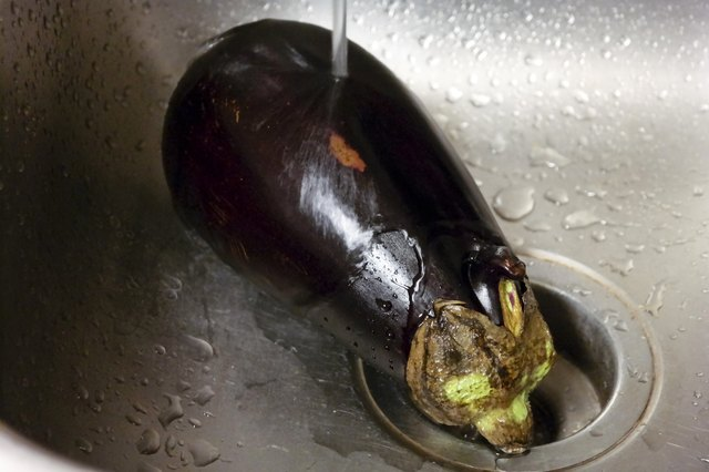 How to Cook Eggplant in a Stovetop Pan