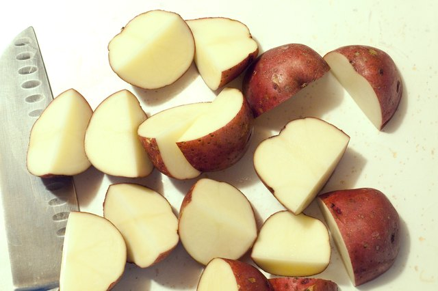 How to Bake Potatoes on a Stove