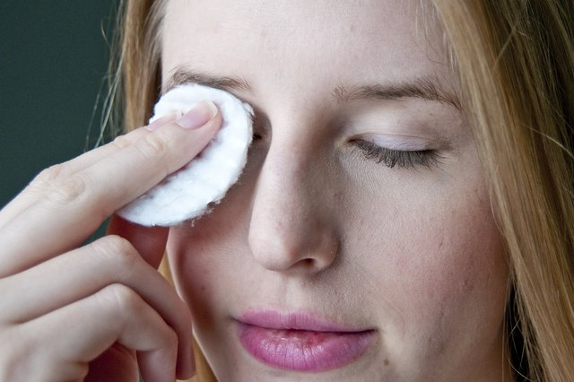 How to Exfoliate Dry Flaky Eyelids