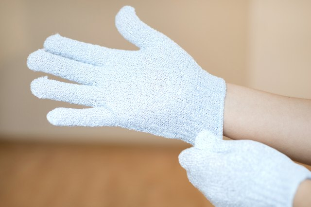How to Use Exfoliating Gloves