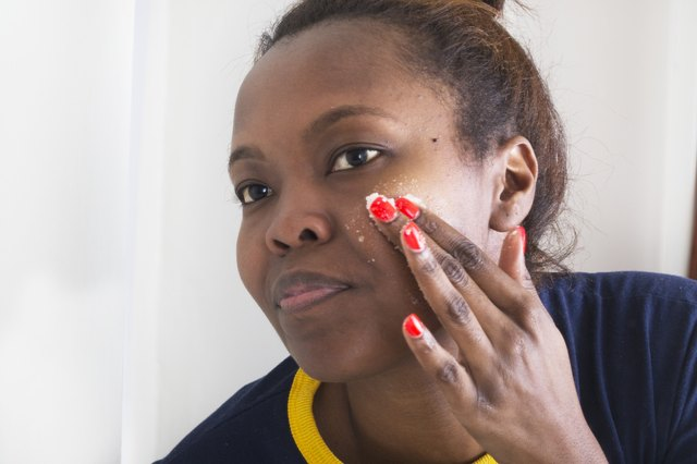 How to Close Pores from Blackheads on Your Face