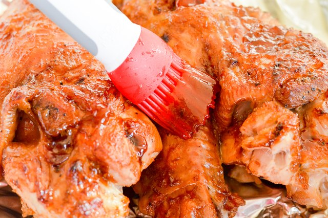 How to Cook Turkey Wings in Broth Using a Crock Pot
