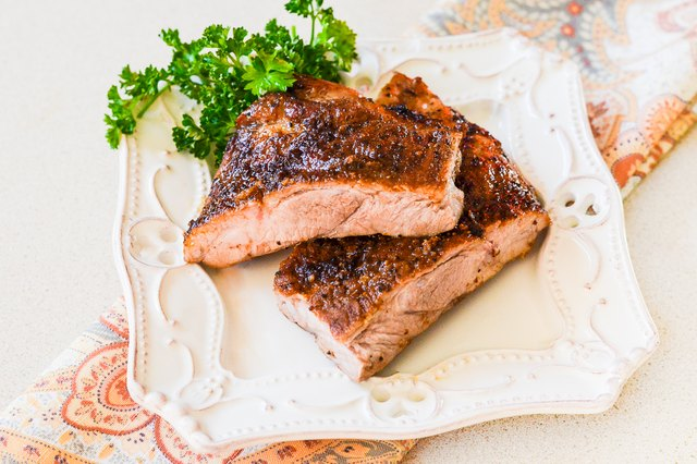 How to Bake Pork Ribs in a Convection Oven
