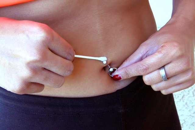 How to Do Situps With a Belly Button Ring