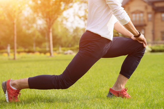 The severity and location of knee pain can help you identify its cause.