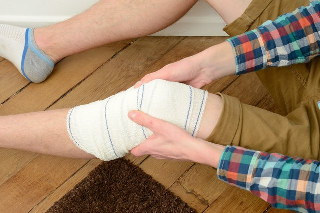 How to Wrap a Knee With Athletic Tape