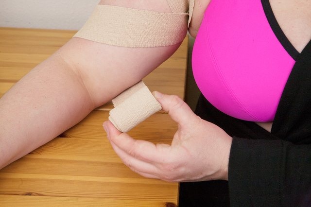 How to Apply Shoulder-Injury Compression Wraps