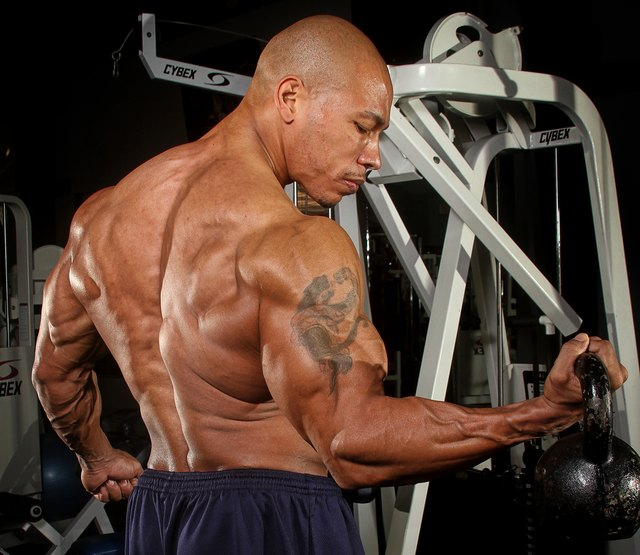 Build bigger biceps with biceps curls.