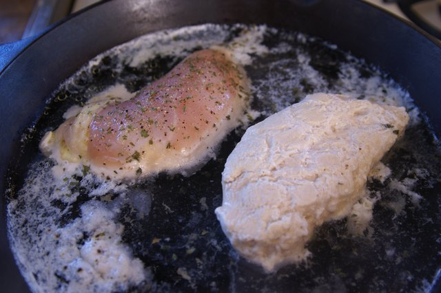 How to Cook Boneless, Skinless Chicken Without Butter or Oil
