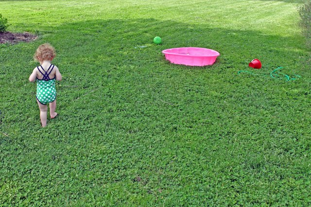 Games to Play Outside With a 2 Year Old