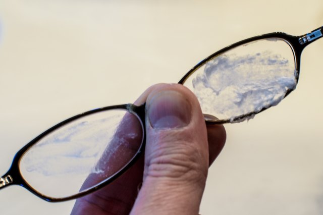 How to Remove Scratches From Eyeglasses