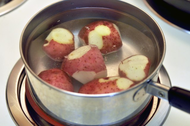 How to Cook Baby Red Potatoes in a Pan on the Stove
