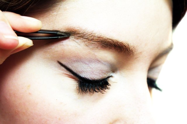 How to Stop Ingrown Eyebrow Hairs