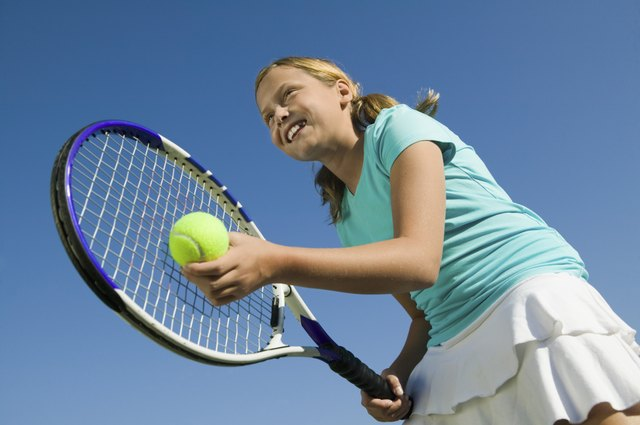 Tennis provides aerobic fitness, fat burning, cardiovascular health, and muscle strengthening.