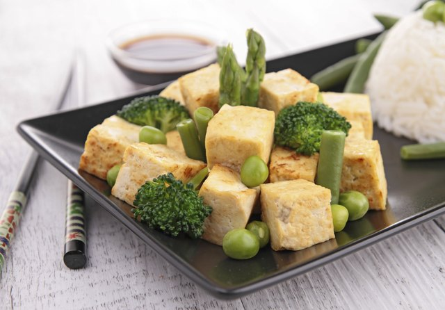 Grilled tofu with rice and vegetables