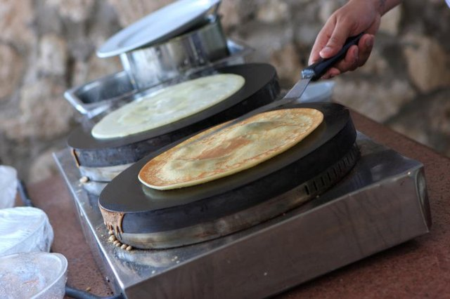 Differences Between a Crepe and a Swedish Pancake