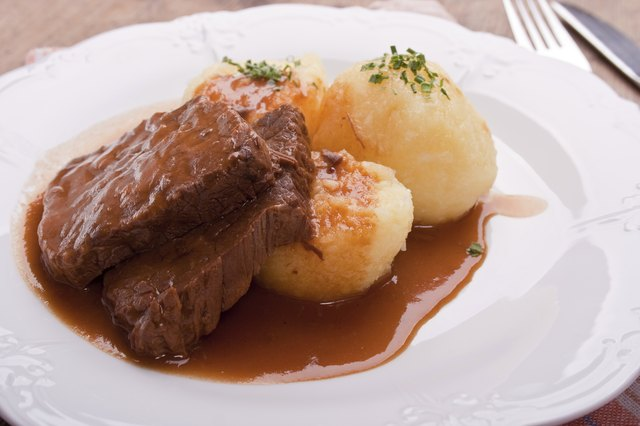 Beef with potatoes and gravy