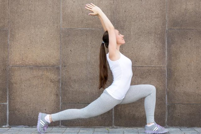 An active practice that includes lunges burns lots of calories.
