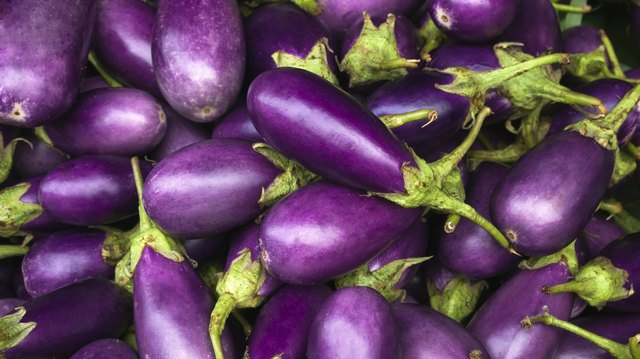 Vegetables that can provoke a reaction on the tongue are eggplant, chard and spinach.