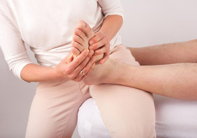 What Are the Treatments for Tendinitis of the Foot?