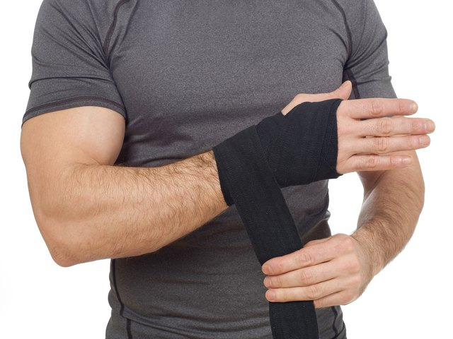 Wrap your wrists correctly to provide optimal stability.
