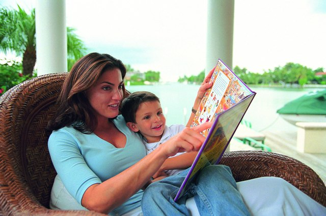 Storybooks that are rich in graphics or pictures aid in teaching a toddler new vocabulary.