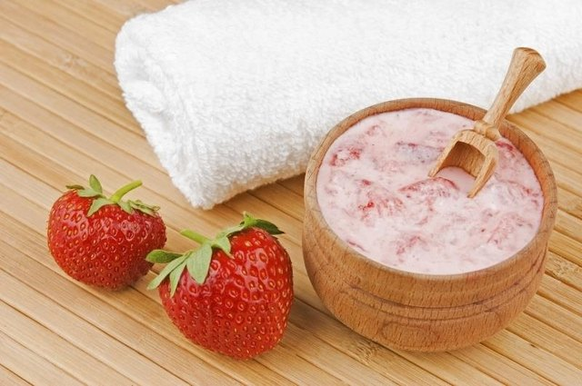 Berries can be used in homemade face masks.