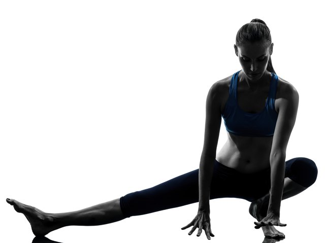 Deep side lunge to achieve Skandasana.