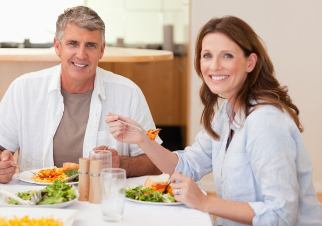 couple eating a healthy dinner