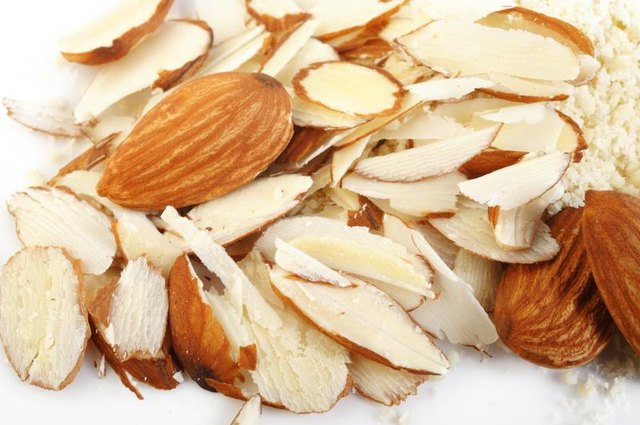 What Causes a Raw Almond Allergy?