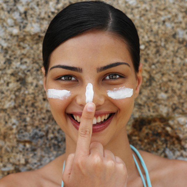 Choosing a mineral sunscreen may lessen your chances of sunscreen allergies.