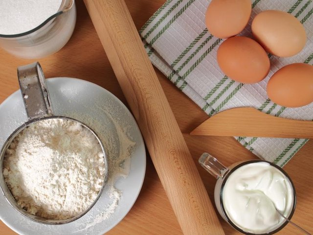 How to Bake With Sour Cream