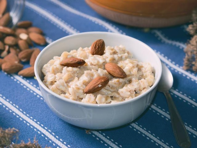 Whole-grain oatmeal with almonds is a great breakfast for children with ADHD.