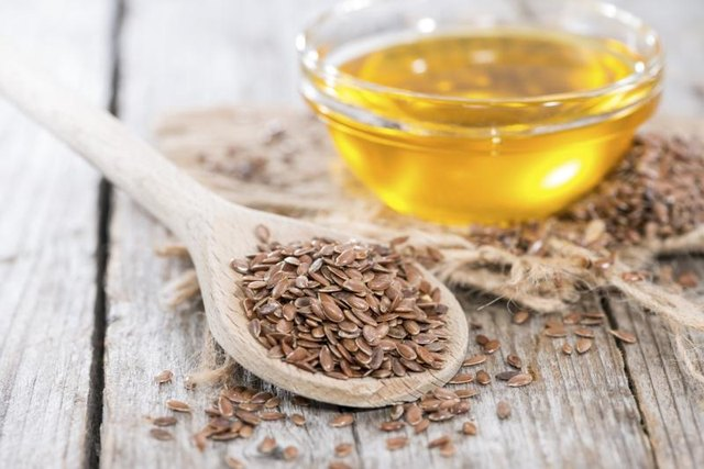 Hemp Seed Oil vs. Flaxseed Oil