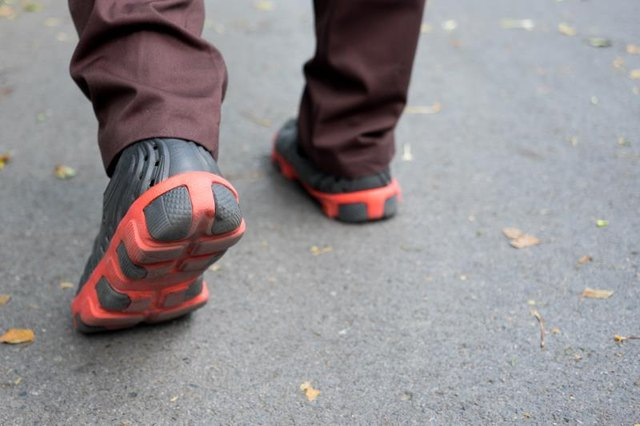 Walking Shoes & Foot Pain