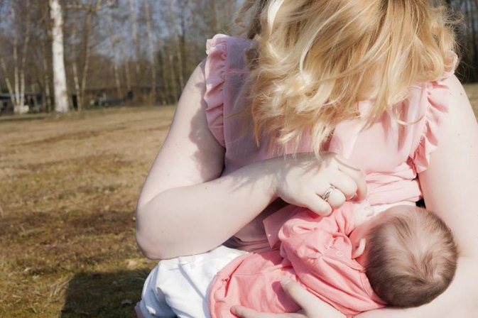 Ways to Keep Newborns Awake During Breastfeeding