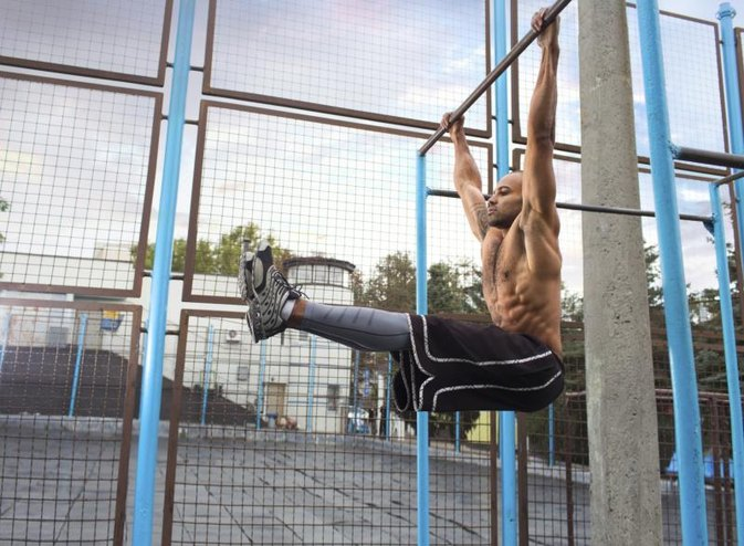 How to Work Out Your Shoulders With Pullups