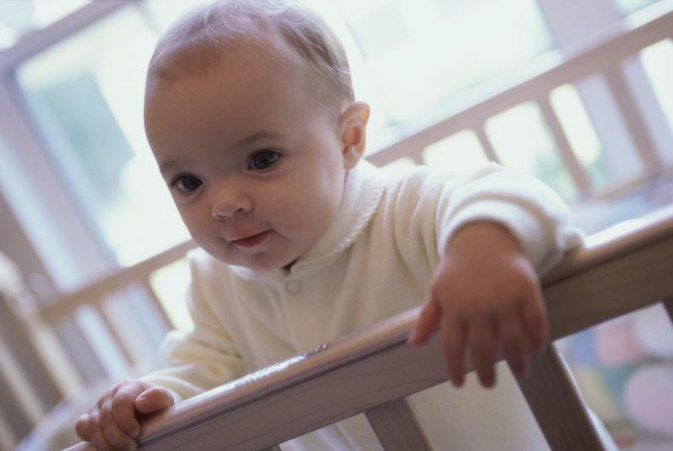 Should Baby Cribs Be Slightly Elevated on One Side?