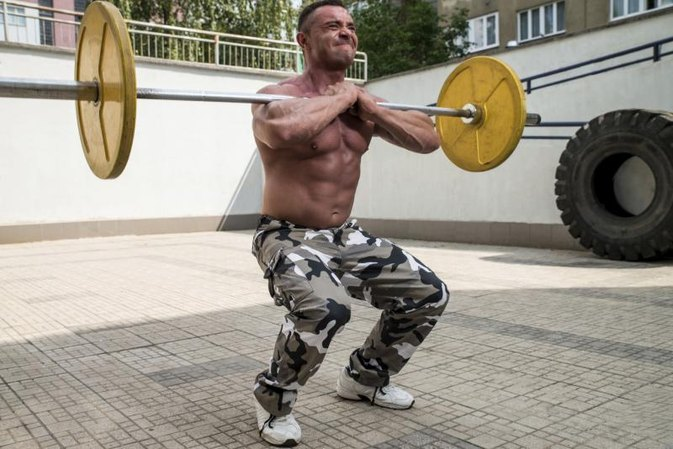 Front Squats and Wrist Flexibility