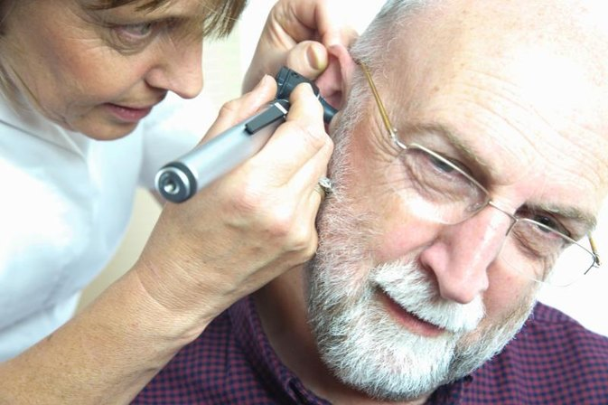 How to Treat an Ear Infection With a Salt Home Remedy