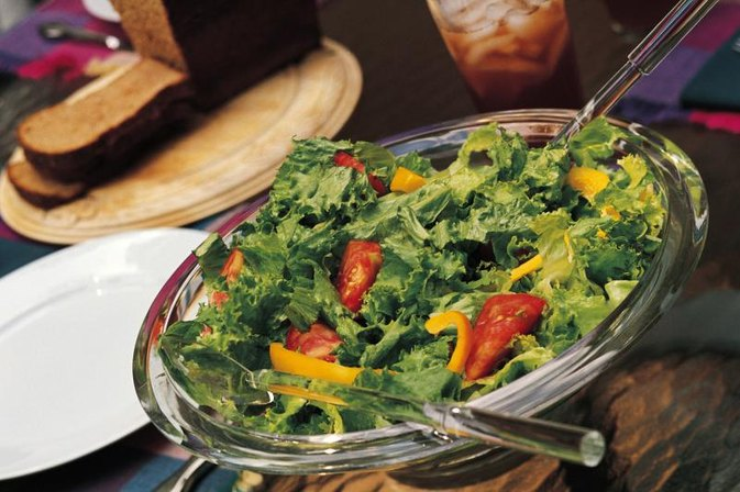 How Many Calories Are in a Tossed Salad?
